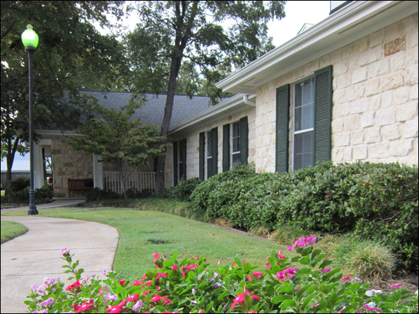 Colonial Gardens Fort Worth Senior Living Community In Fort Worth Tx At